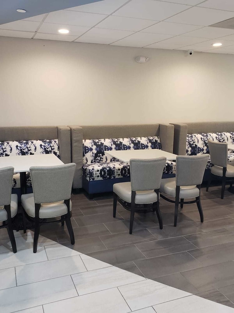 Breakfast Area, The Alexis Inn & Suites - Nashville Airport