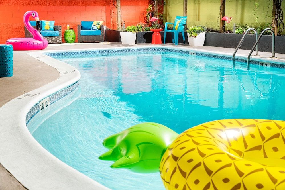 Pool, Staypineapple, University Inn, University District Seattle