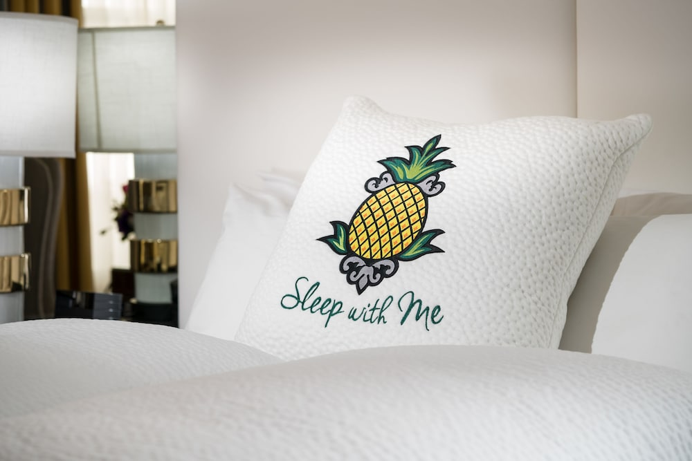 Room, Staypineapple, University Inn, University District Seattle