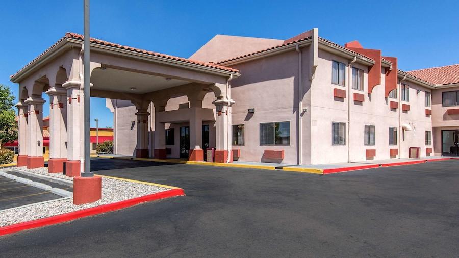 Quality Inn & Suites Albuquerque North near Balloon Fiesta Park