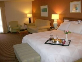 Room, Atrium Hotel and Suites