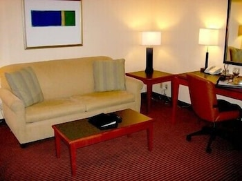 Living Area, Atrium Hotel and Suites
