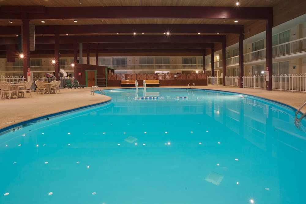 Pool, Holiday Inn Spearfish - Convention Center, an IHG Hotel