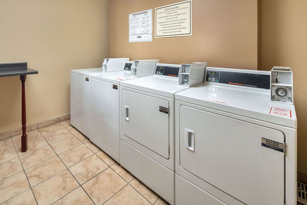 Laundry Room, La Quinta Inn & Suites by Wyndham Thousand Oaks-Newbury Park
