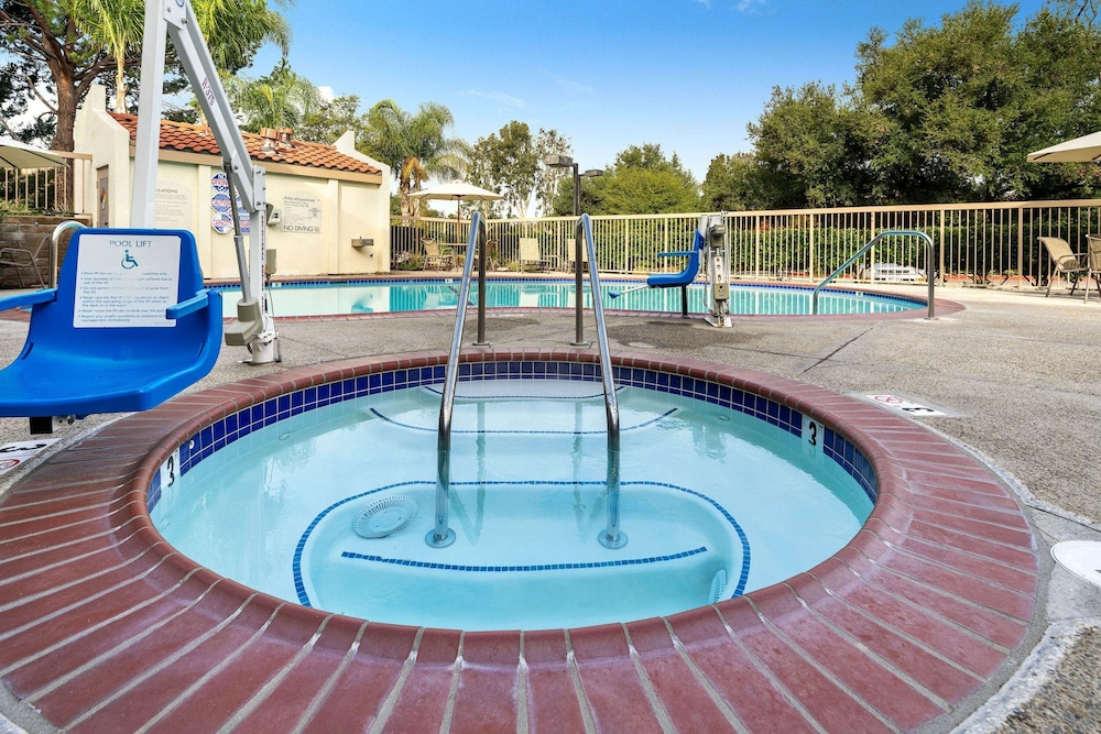 Outdoor Spa Tub, La Quinta Inn & Suites by Wyndham Thousand Oaks-Newbury Park