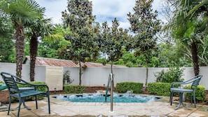 Seasonal outdoor pool, pool umbrellas