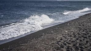 Private beach nearby, black sand, free beach shuttle, sun loungers