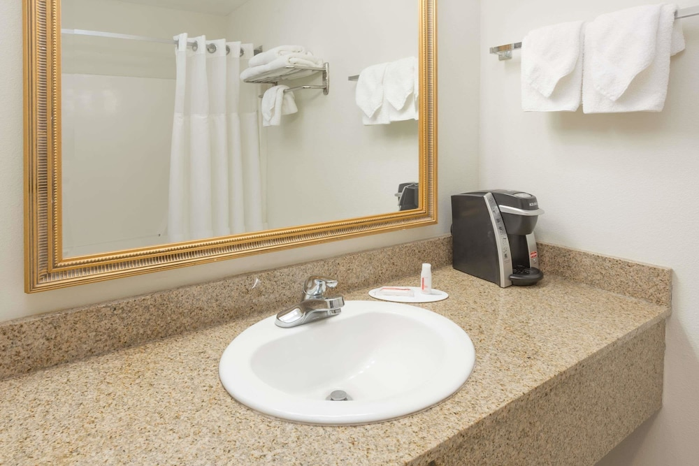 Bathroom, Days Inn by Wyndham Biloxi Beach