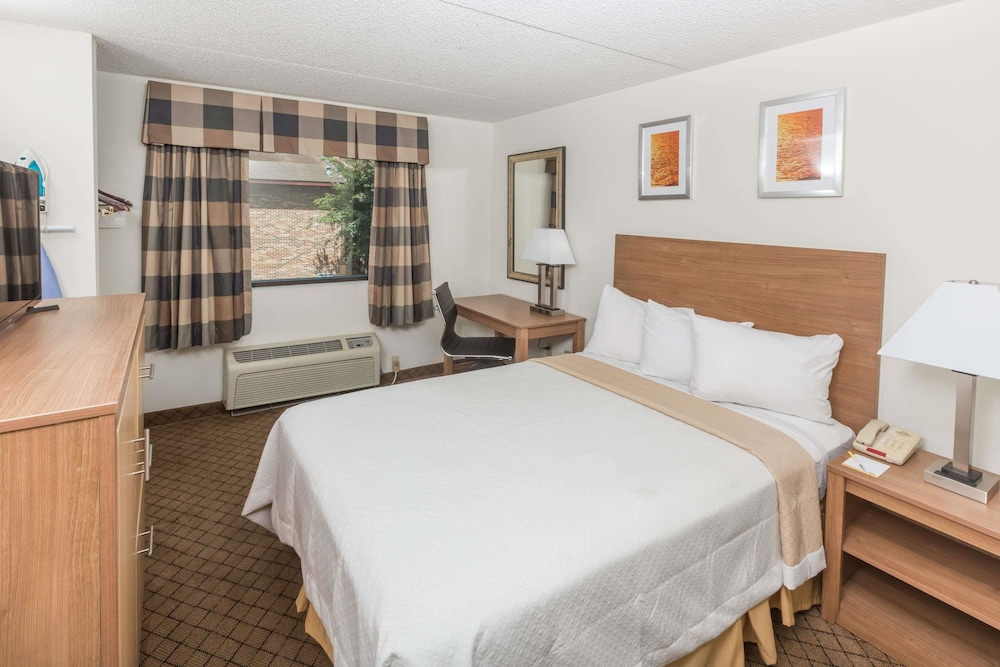 Room, Days Inn by Wyndham Biloxi Beach