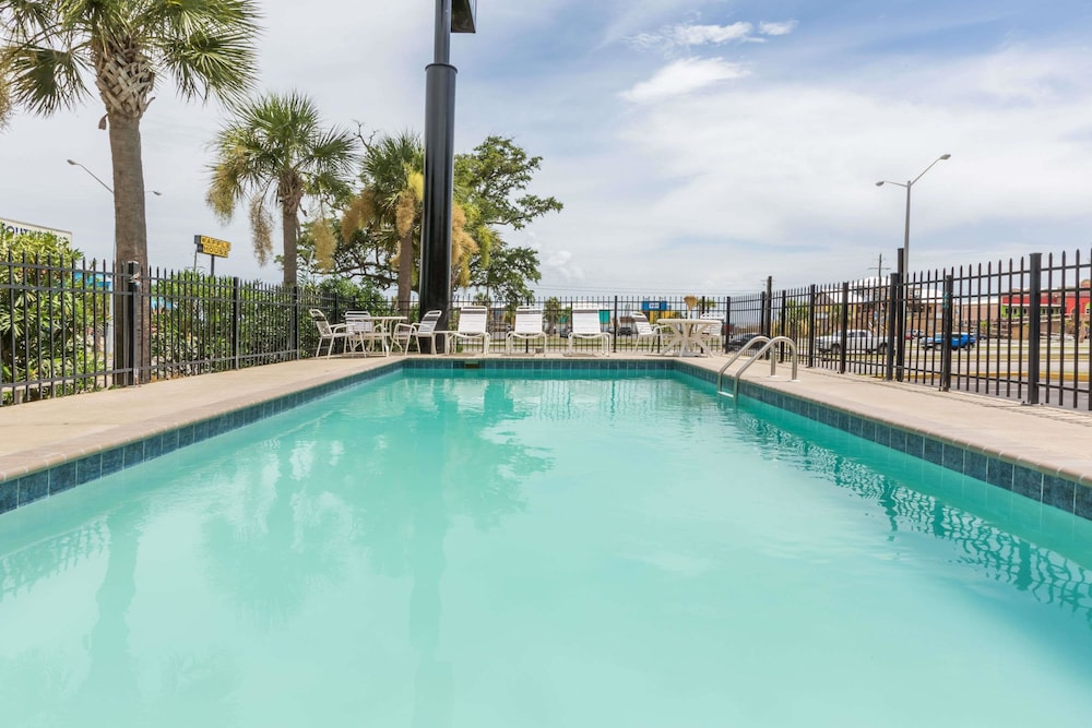 Pool, Days Inn by Wyndham Biloxi Beach