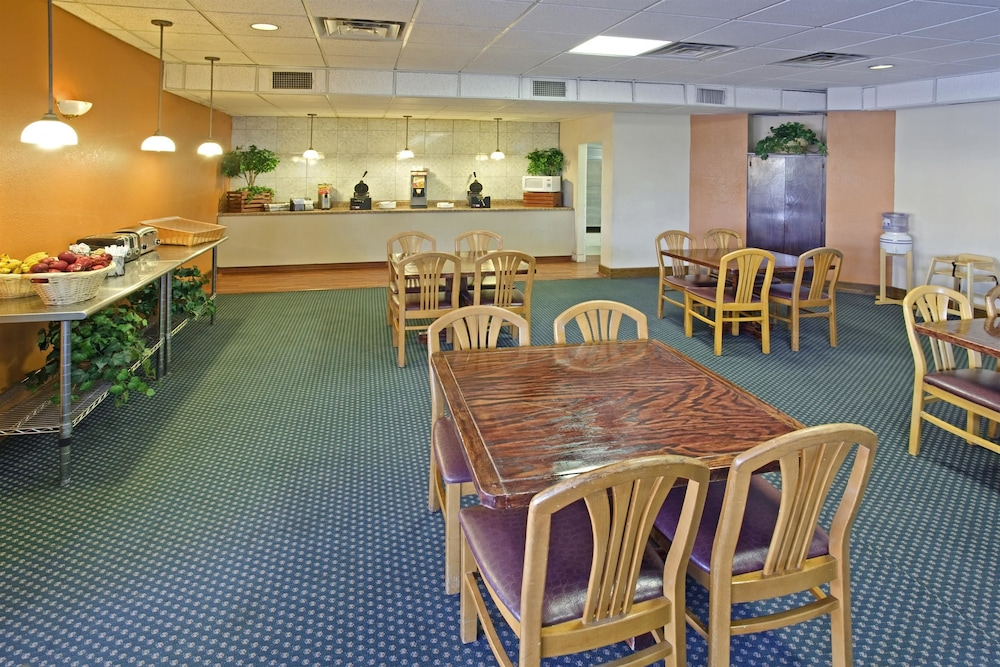 Dining, Americas Best Value Inn Laredo