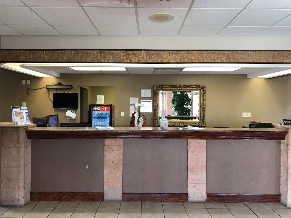 Reception, Americas Best Value Inn Laredo