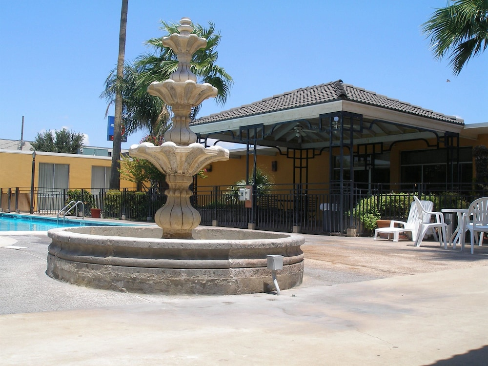 Fountain, Americas Best Value Inn Laredo