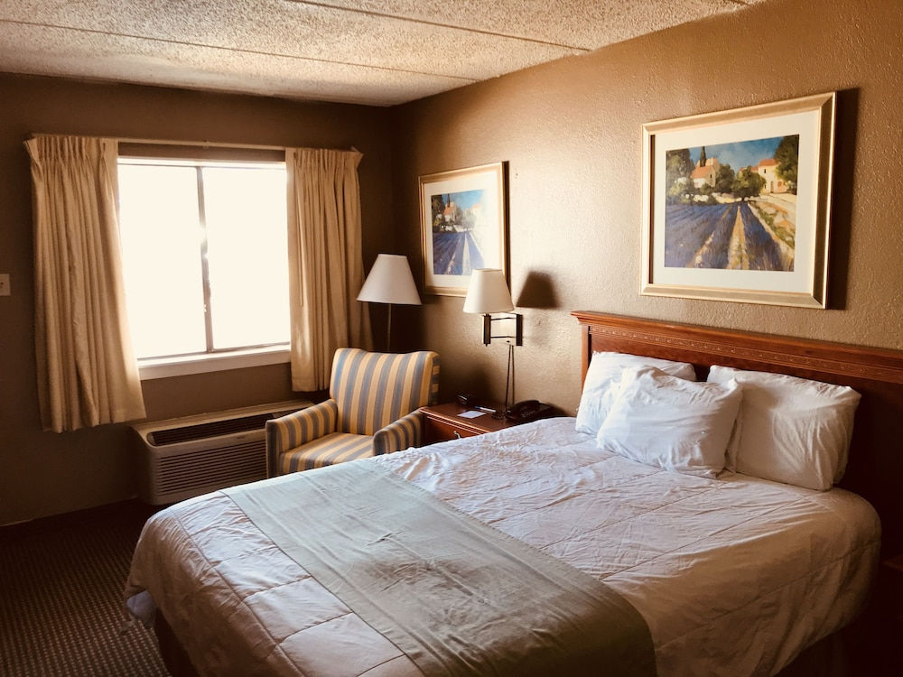 Room, Americas Best Value Inn Laredo