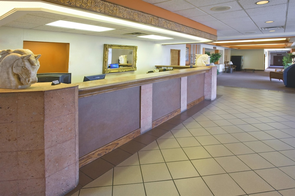 Lobby, Americas Best Value Inn Laredo