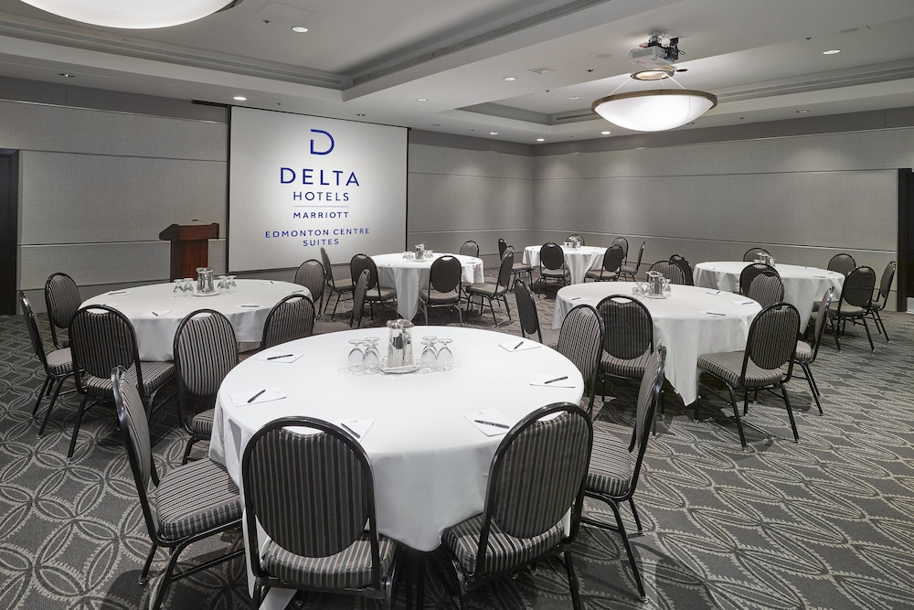 Delta Hotel Edmonton Center Suites