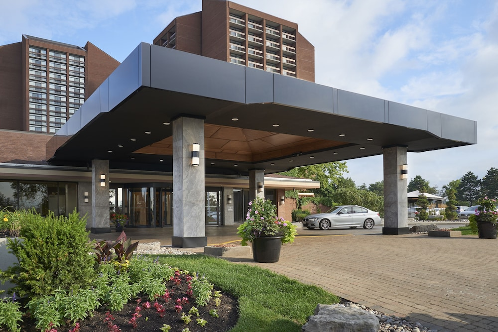 Property Entrance, Hilton Mississauga/Meadowvale