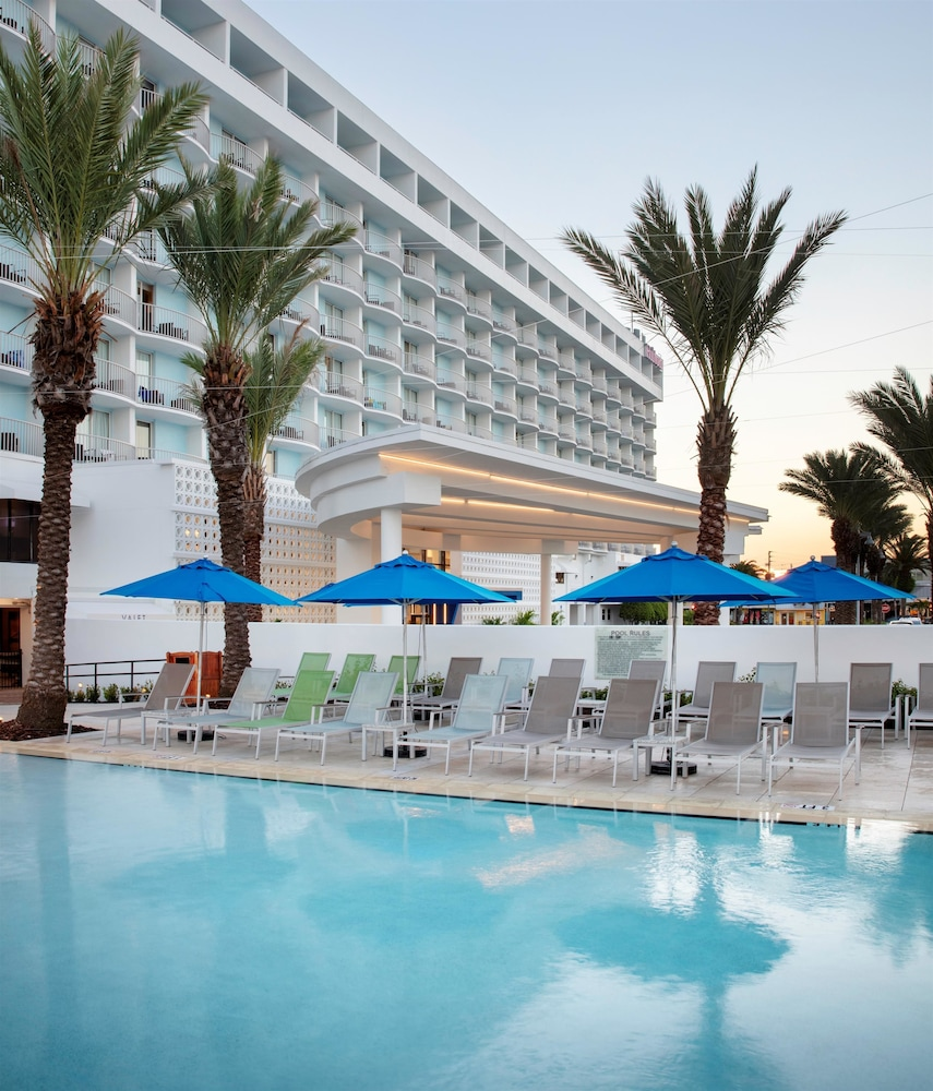 Pool, Hilton Clearwater Beach Resort & Spa