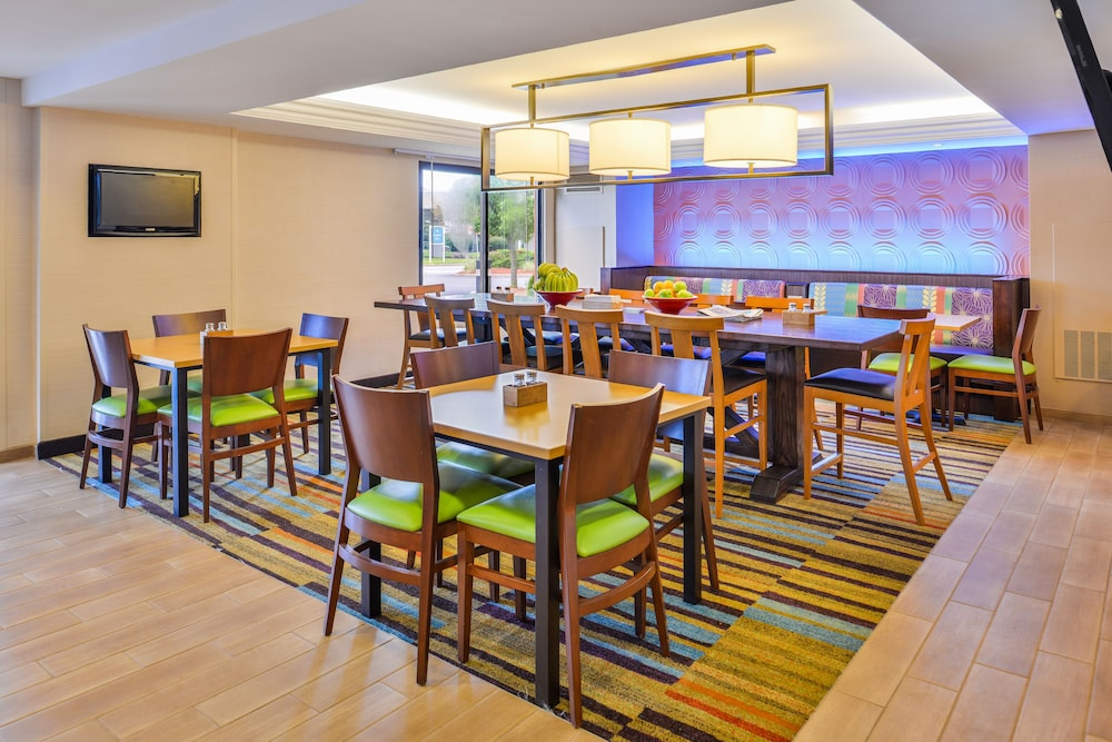 Dining, Fairfield Inn Marriott Rochester Airport