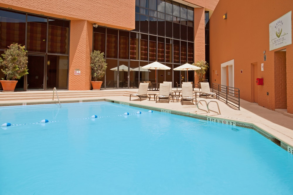 Crowne plaza houston river oaks in houston hotel rates for Garden oaks pool houston