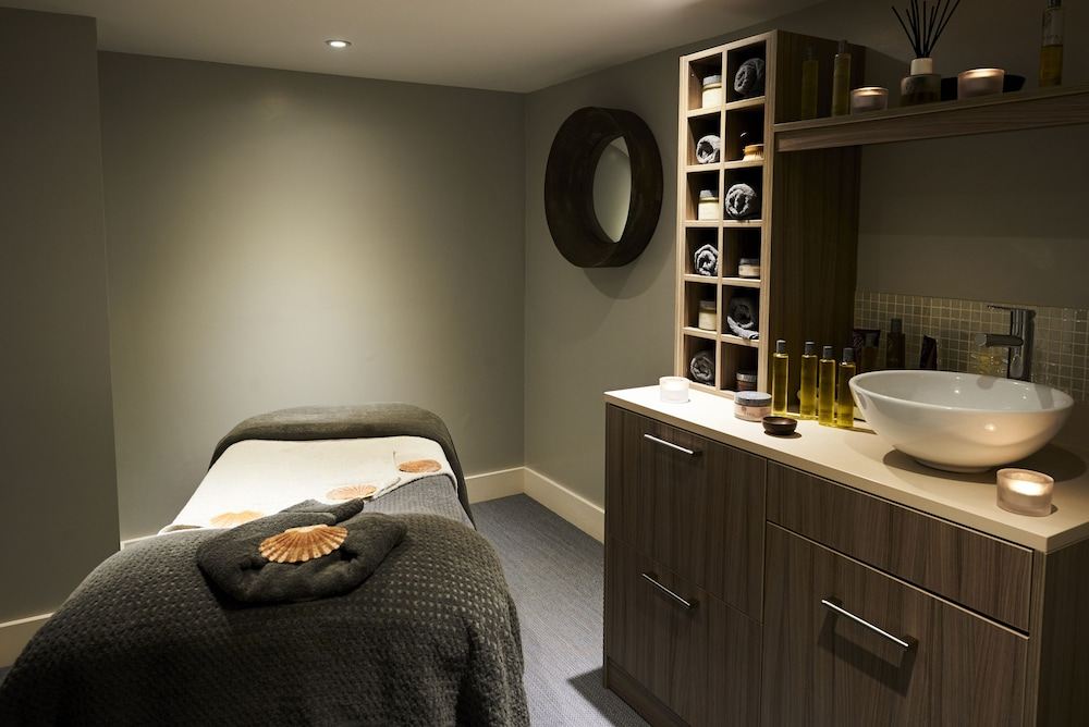 Brighton harbour hotel spa reviews photos rates for 1662 salon east reviews
