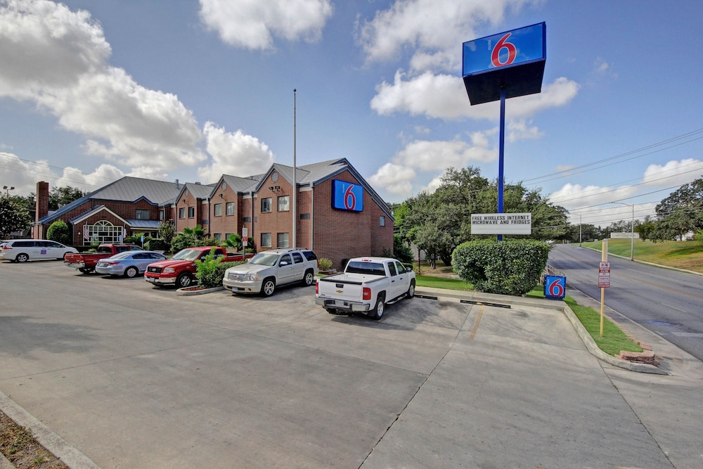 Featured Image, Motel 6 San Antonio, TX - Medical Center South