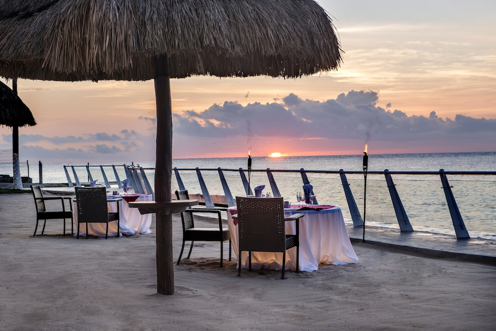 Outdoor Dining, Cozumel Palace All Inclusive