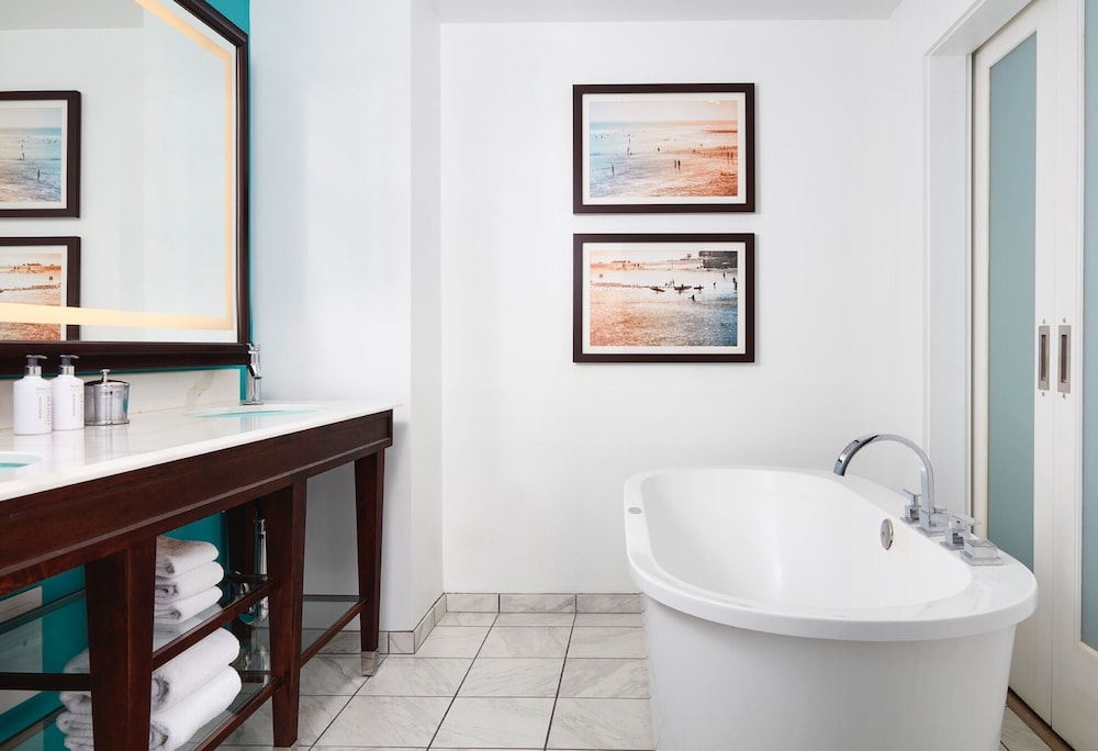 Deep Soaking Bathtub, Kona Kai Resort & Spa, A Noble House Resort