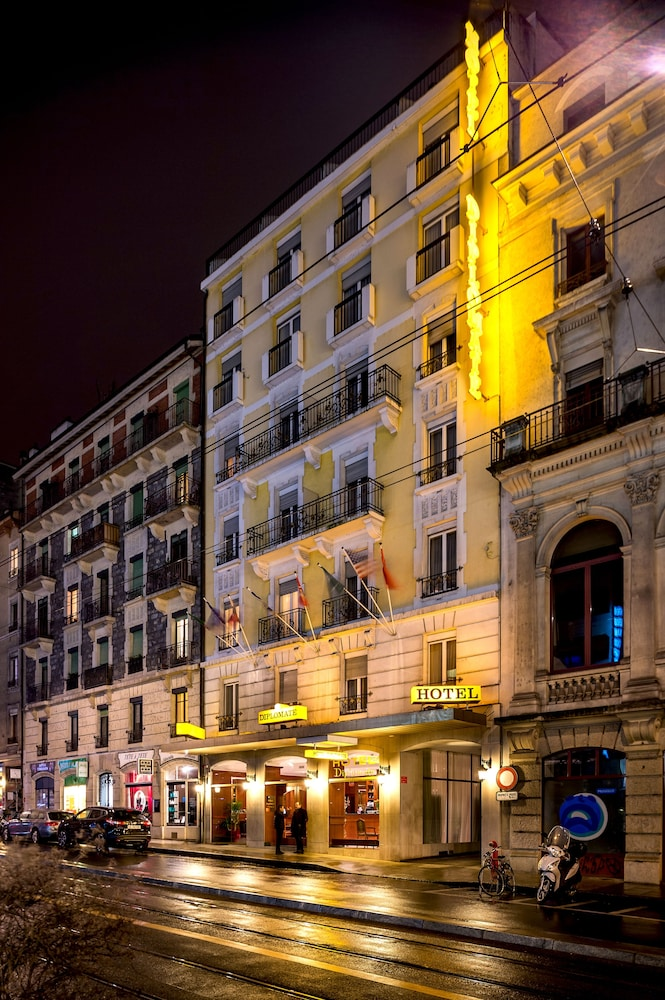 Front of Property - Evening/Night, Hotel Diplomate