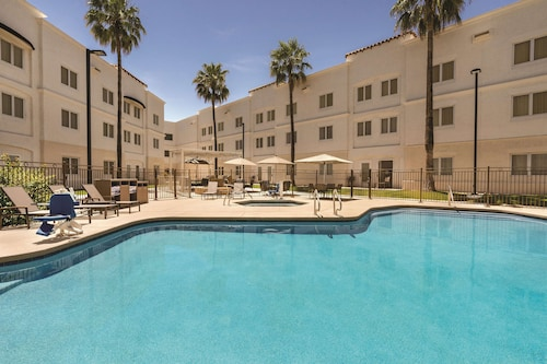 Homewood Suites by Hilton Tucson/St. Philip's Plaza Univ
