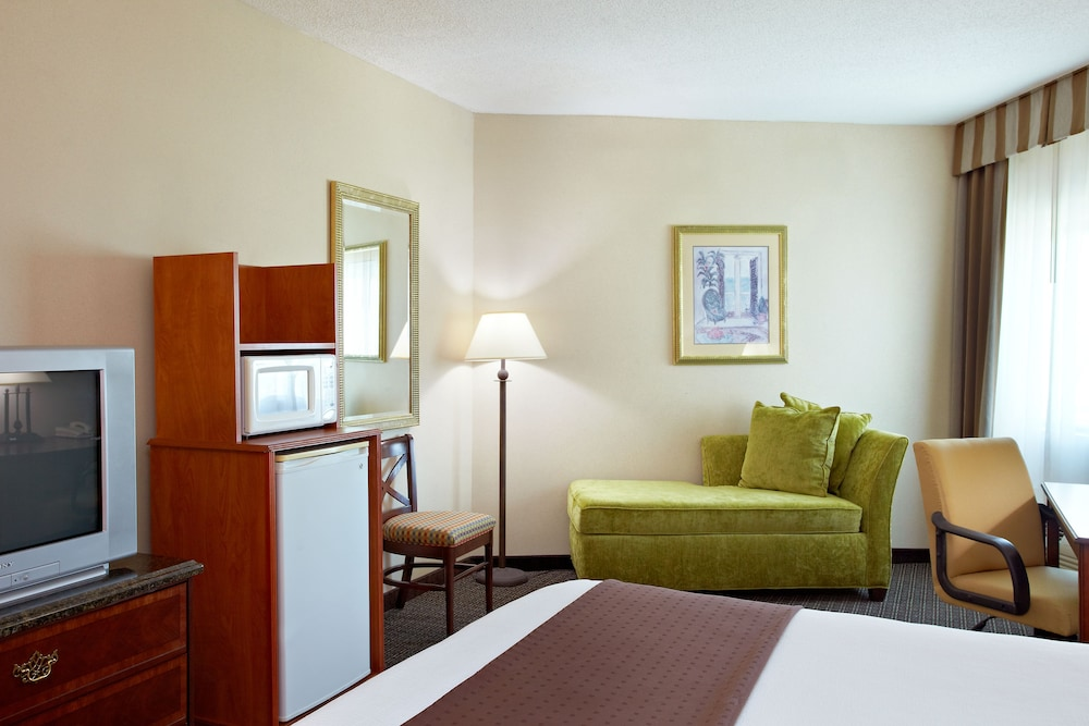 Room, Holiday Inn Express Biloxi - Beach Blvd, an IHG Hotel