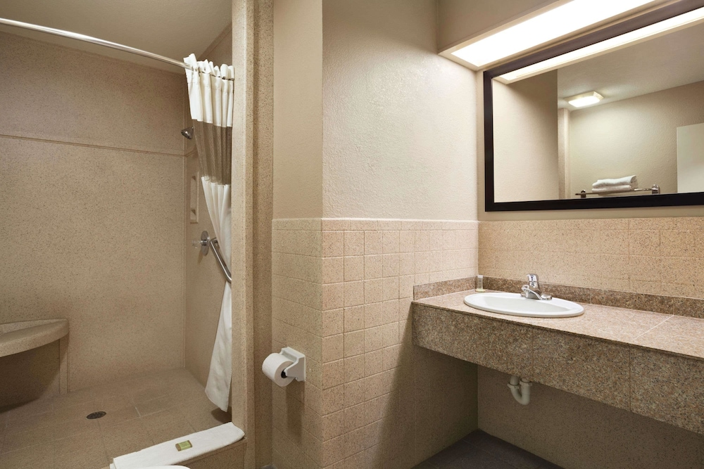 Bathroom, Super 8 by Wyndham McAllen/Downtown/La Plaza Mall