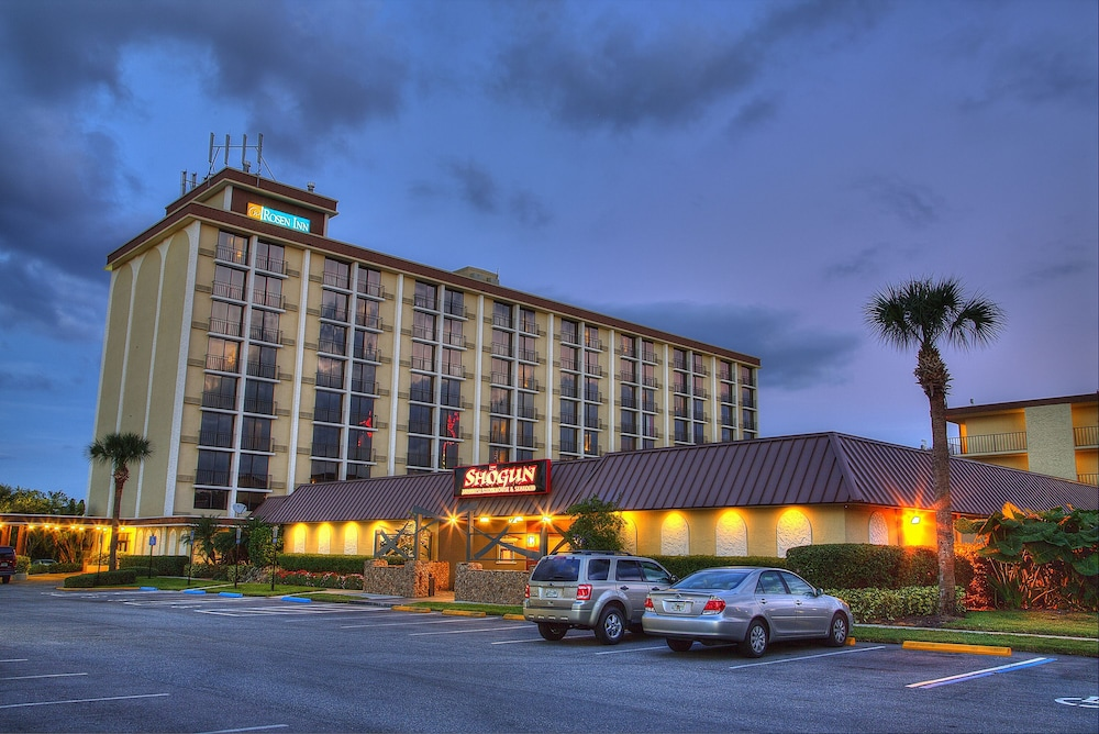Front of Property - Evening/Night, Rosen Inn, closest to Universal