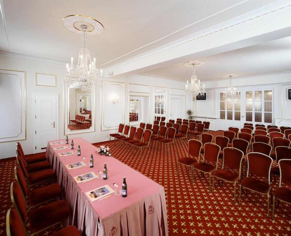 Top hotel ambassador zlata husa reviews photos rates for Hotel ambassador