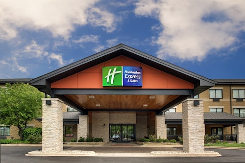 Holiday Inn Express & Suites Aurora - Naperville, an IHG Hotel
