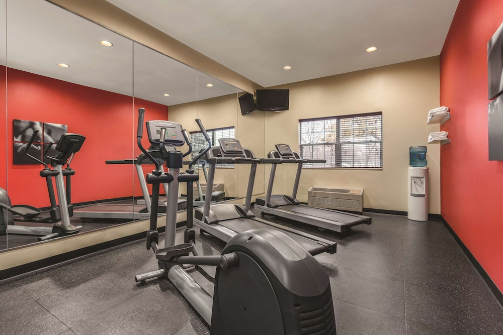 Fitness Facility, Country Inn & Suites by Radisson, Dakota Dunes, SD