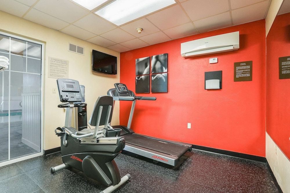 Fitness Facility, Country Inn & Suites by Radisson, Green Bay, WI