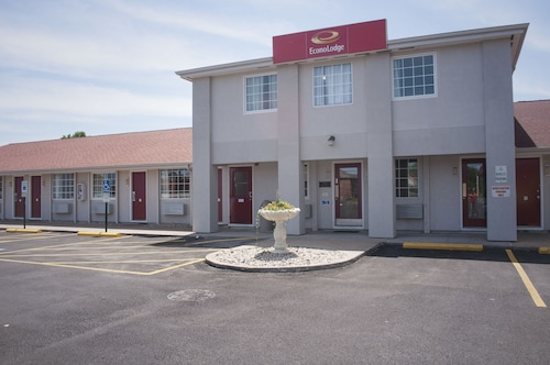 Econo Lodge Inn & Suites South
