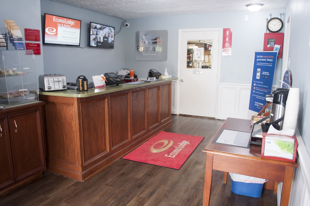 Reception, Econo Lodge Inn & Suites South