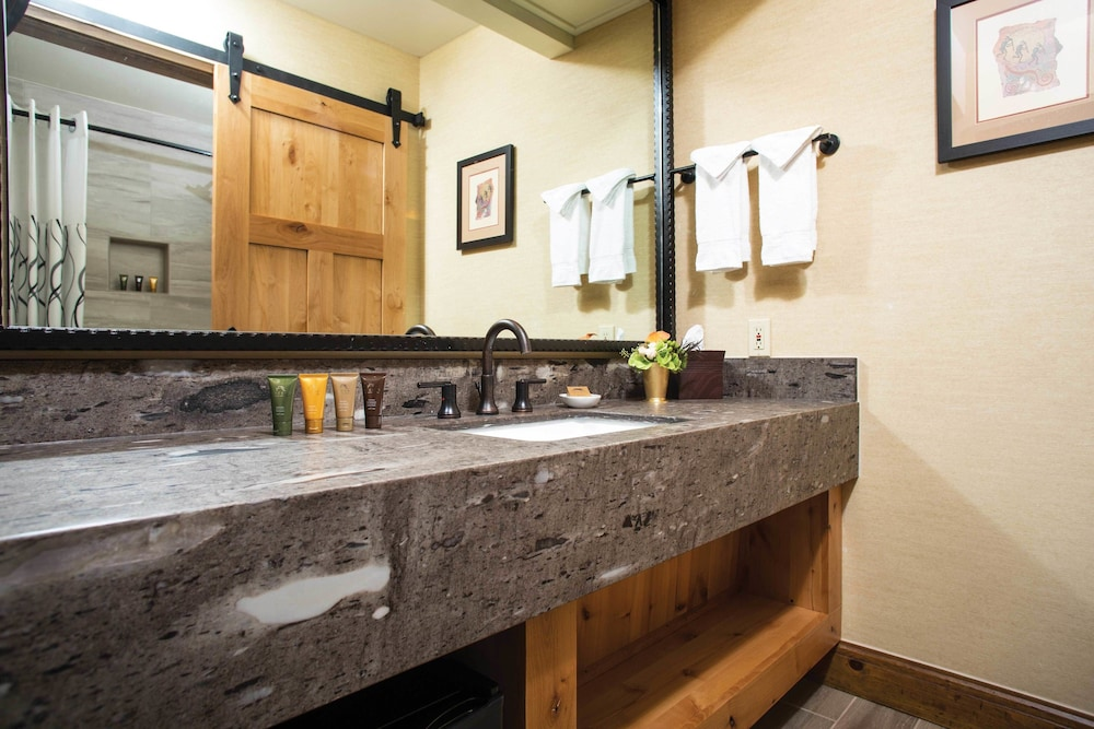 Bathroom, Tenaya Lodge at Yosemite