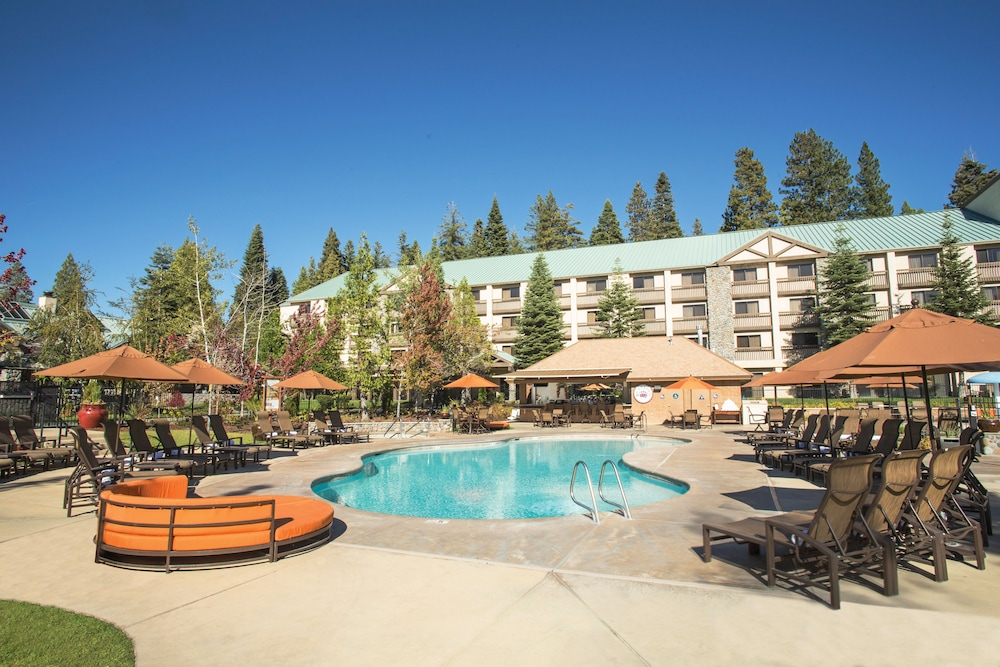 Outdoor Pool, Tenaya Lodge at Yosemite