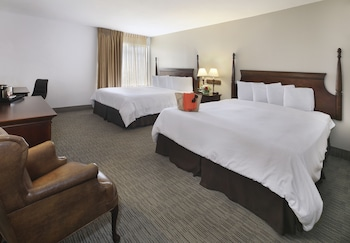 Deluxe Room, Two King Beds - Guestroom