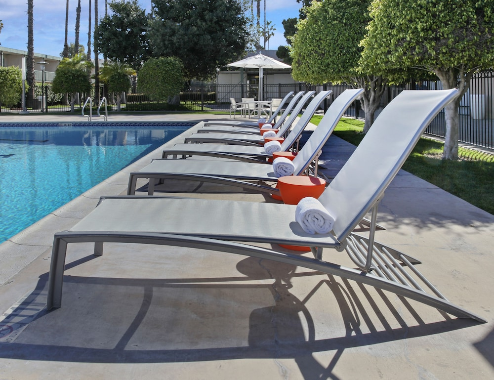 Outdoor Pool, The Anaheim Hotel