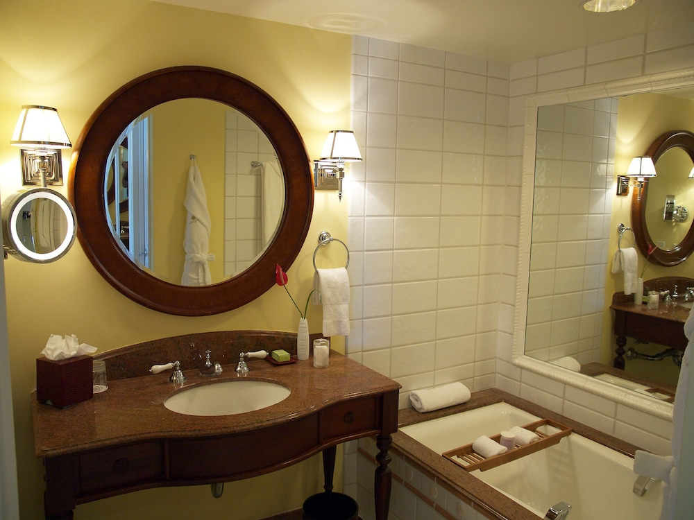 Bathroom, The Kahala Hotel & Resort