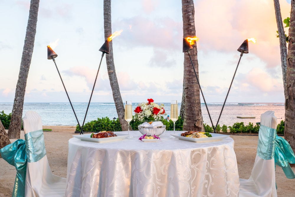 Couples Dining, The Kahala Hotel & Resort
