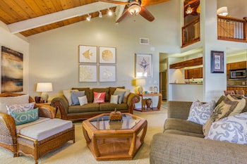 Standard Room, 2 Bedrooms, Oceanfront (with Loft) - Living Room