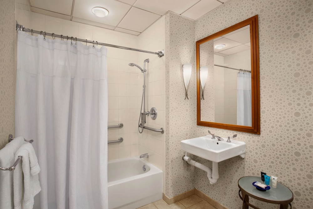Bathroom, Crowne Plaza San Francisco Airport, an IHG Hotel