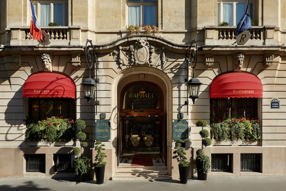 Front of Property, Hotel Raphael