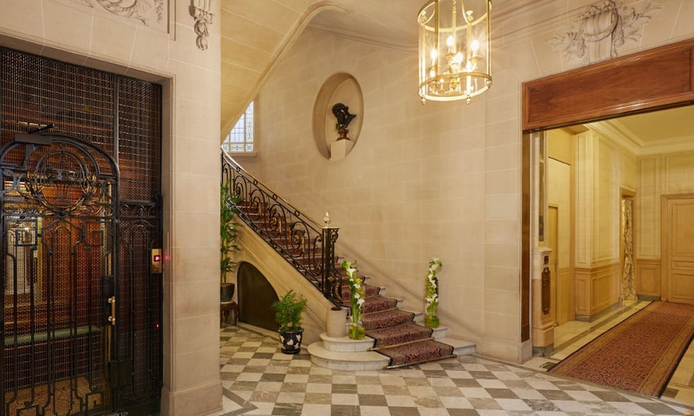Staircase, Hotel Raphael