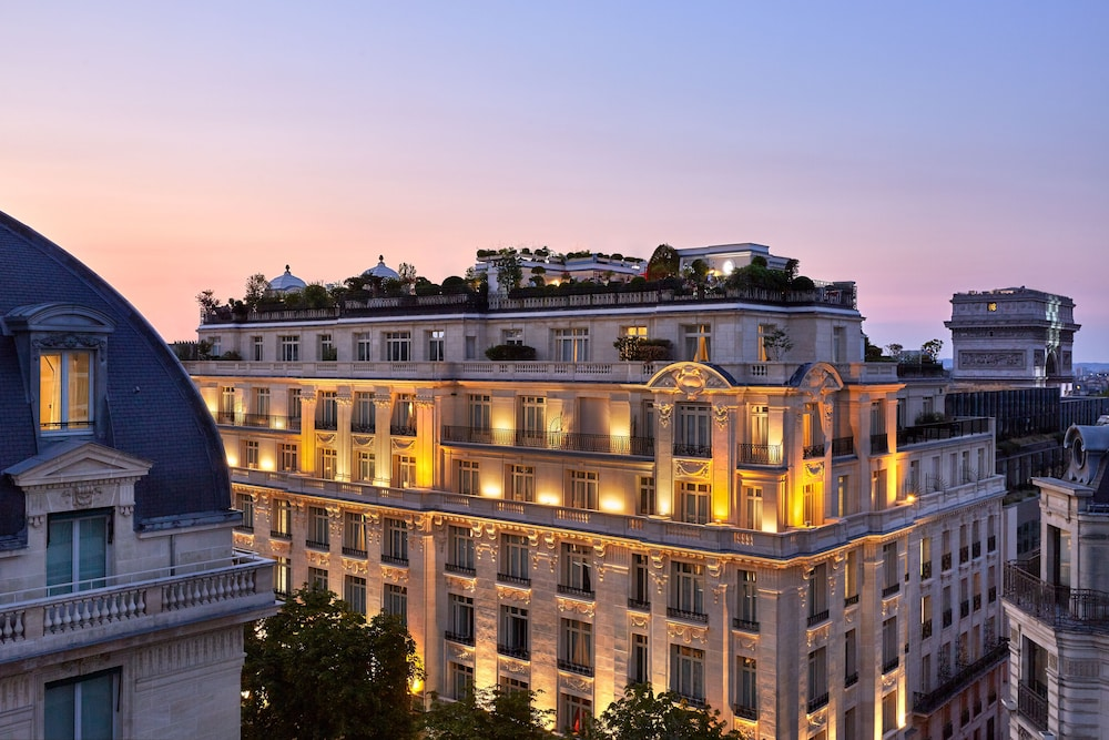 Featured Image, Hotel Raphael